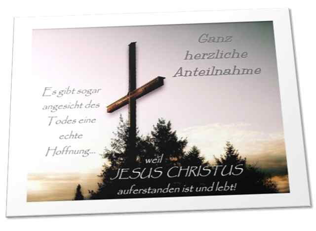 Christliche Trauerkarte: Holzkreuz vor Abendhimmel