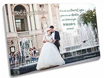 Jahreslosung 2018 Postkarte - Motiv: Brautpaar vor Brunnen