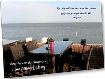 Christliche Geburtstagskarte: Bistrotisch an Strandpromenade