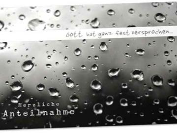 Christliche Trauerkarte: Regentropfen auf Fensterscheibe