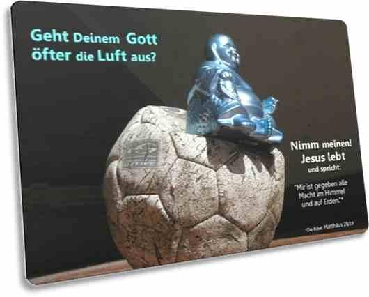 Christliche Postkarte: Buddha-Statue auf platten Fußball