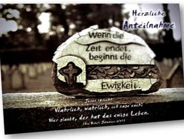 Christliche Trauerkarte: Verwitterte Keramik auf Grabstein