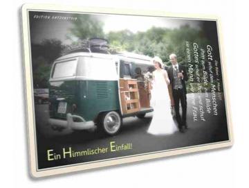 Christliche Postkarte: Brautpaar vor Bus Oldtimer