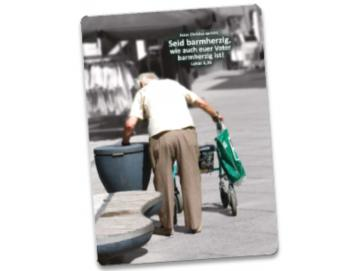 Jahreslosung 2021 Postkarte: Rentner am Mülleimer