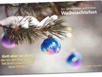 Christliche Weihnachtskarte: Tannenzweig mit Weihnachtskugeln