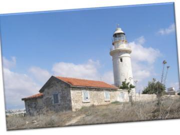 Leinwanddruck: Leuchtturm und Haus, Paphos  -