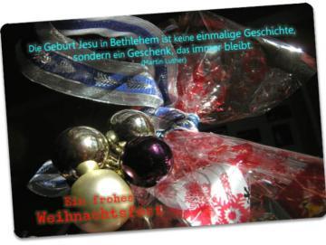 Christliche Weihnachtskarte - Postkarte: Geschenk mit Weihnachtsdeko
