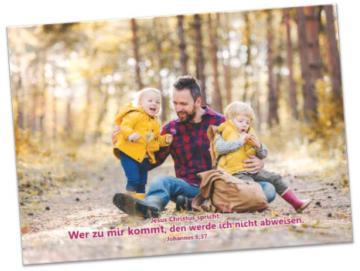 Poster A4 Jahreslosung 2022  - Vater hält seine Kinder in den Armen