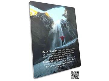 Christliche Postkarte: Wanderer auf Felsen - Mit Zitat von Spurgeon