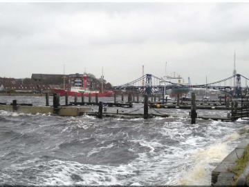 Leinwanddruck: Großer Hafen im Sturm, Wilhelmshaven