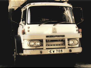 Leinwanddruck: Oldtimer Lastwagen - Bedford Truck