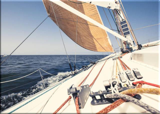 Leinwanddruck: Segelyacht in voller Fahrt