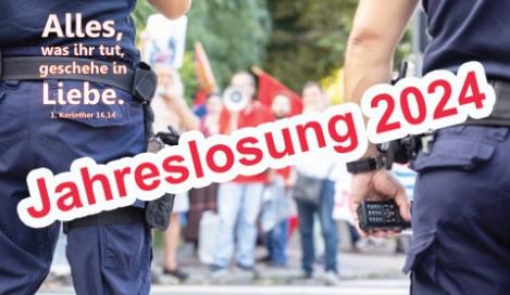 Postkarten Jahreslosung 2021 - Vater auf Wanderung mit Kindern